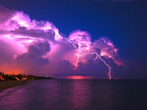 Nature___Clouds____Thunder_lightning_over_the_sea_071110_29